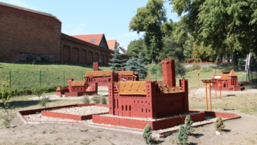 Miniature Park of the Teutonic Order castles in the Dr. med. Rydygier Memorial and Tolerance Park - (entry - for free)