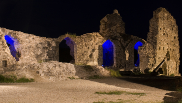 Koknese castle ruin at night